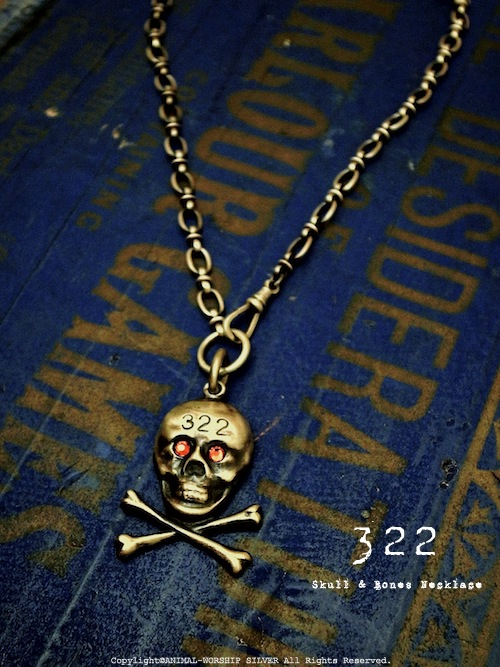 南京錠のスカルをネックレスにした『322』