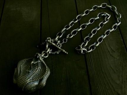 コブラコンチョをワイルドなネックレスに!その中でも上品さを失わないアンティークテイストでまとめました。