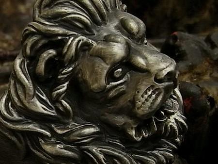 ローマ彫刻を想わせるレオーネリング。アンティーク加工でよりシックに。重厚に。