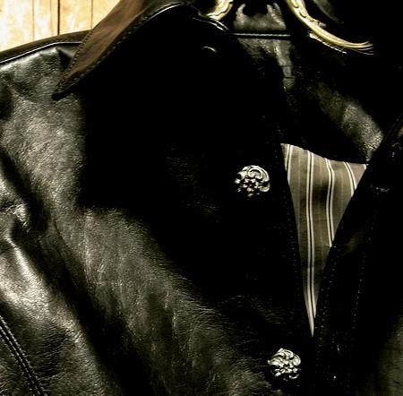 きめ細かい馬革の上品な質感とアンティーク