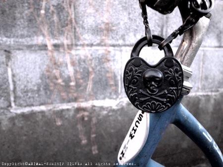 自転車と南京錠!