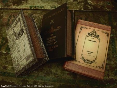 雰囲気のあるBook Boxにお入れ致します。柄は選べませんのでご了承下さい。その都度デザインが変わります。