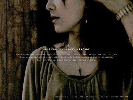 モデルさん着用商品は『Jesus Necklace』チェーン45cm。