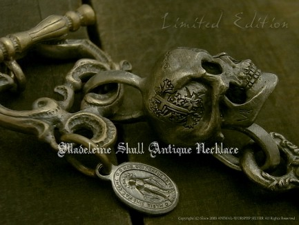 とうとう登場マドレーヌ・スカル クロスと真鍮チェーンでアンティークな一点物ネックレスに!