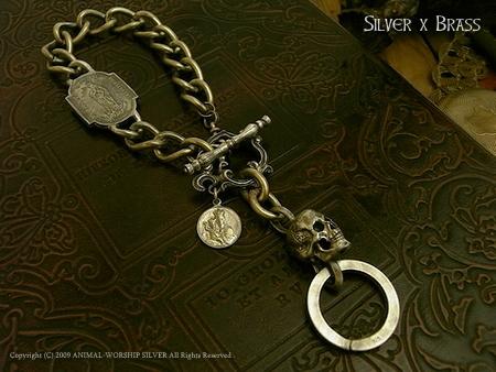 Madeleine Skull Keychain Silver×Brass 23,800yen